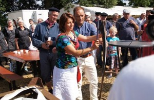 Burgemeester Peter Snijders (Gemeente Hardenberg) en burgemeester Daniela Kösters  (Gemeente Emlichheim).